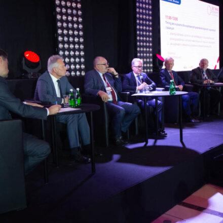 Debata-Timing-jako-wyzwanie-dla-wsółczesnych-gospodarek-krajowych-regionalnych-i-lokalnych-1024x683