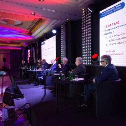 Debata-Timing-jako-wyzwanie-dla-wsółczesnych-gospodarek-krajowych-regionalnych-i-lokalnych-3-1024x683