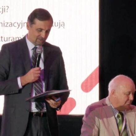 Roman-Młodkowski-główny-proawdzący-kongres-1024x576